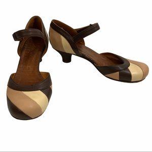 Chie Mihara brown cream round toe heels